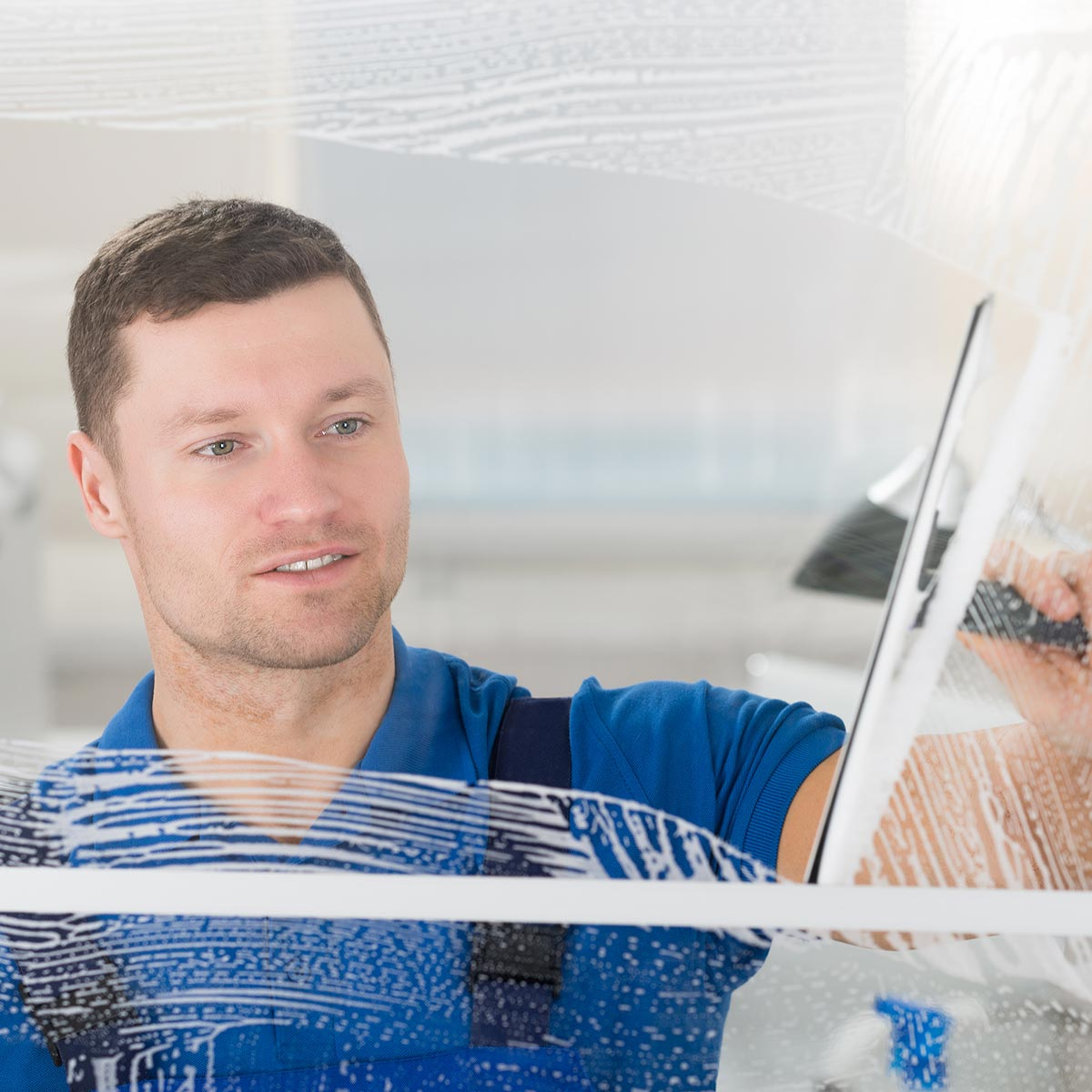 Fensterreinigung und Glasreinigung durch den zuverlässigen ingolstädter Fensterputzer.